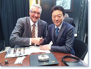 スイス バーゼルワールド、世界最大の腕時計の商談会に参加。商談シーンの写真。