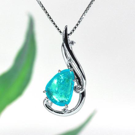 大粒の原石に近いパライバを大胆に使用したダイヤモンドペンダント。