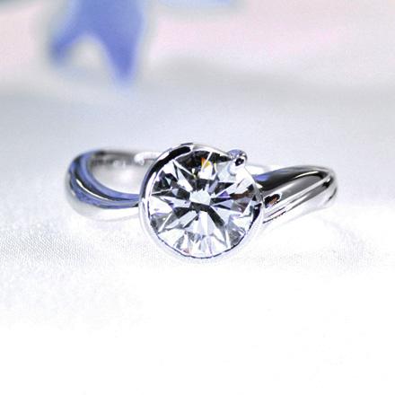 エクセレントカットのダイヤモンドのリング。
