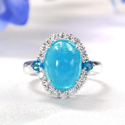 大粒のパライバトルマリンのダイヤモンドリング。