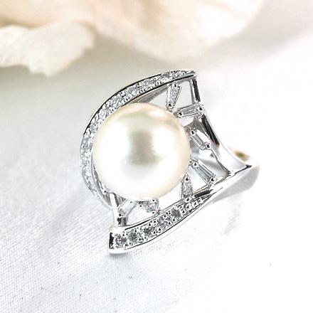 真珠とダイヤモンドのリング。