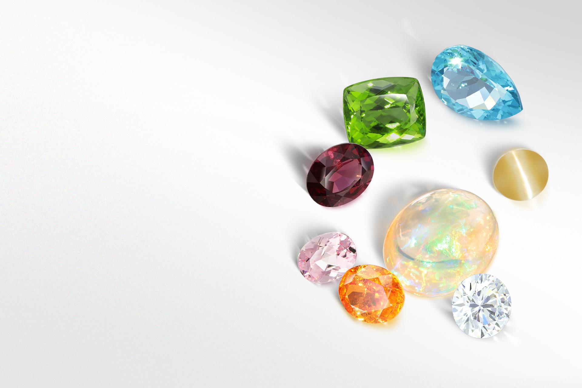 ペリドット、ベリル、ウォーターオパール、アパタイト、ガーネット、キャッツアイ、ロードライト、ダイヤモンドの全てが選び抜かれた宝石です。