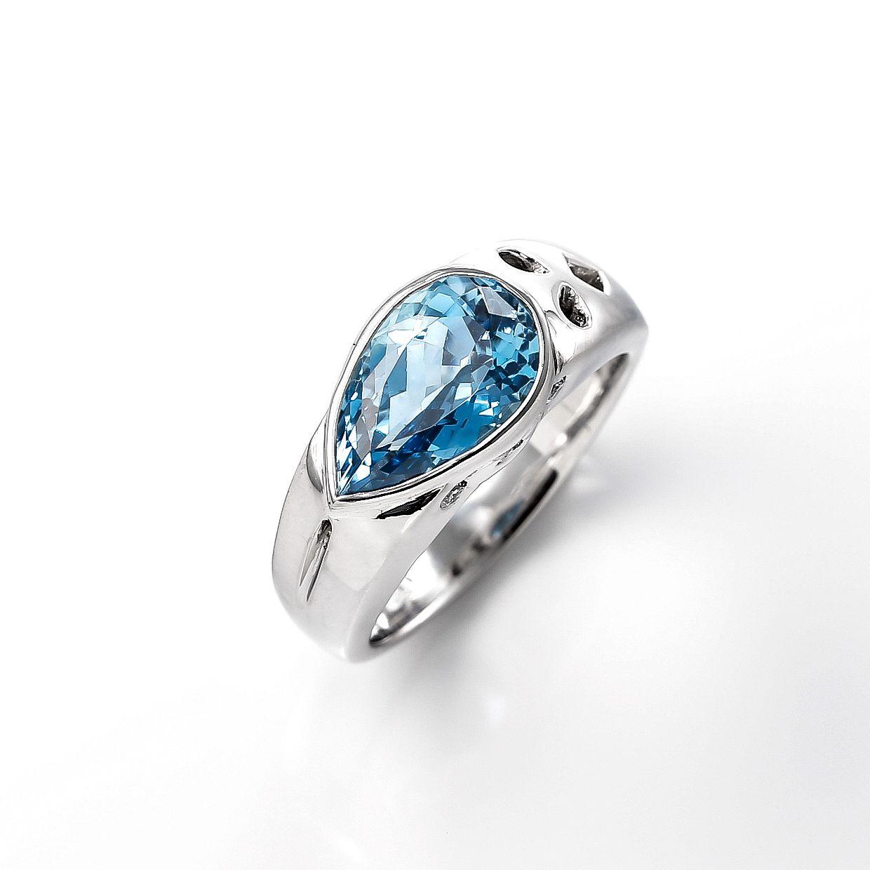 ペアシェイプのアクアマリンとダイヤモンドのリング 01