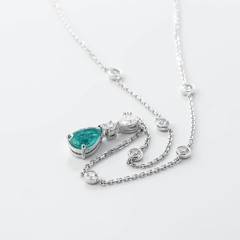 エメラルドとダイヤモンドのネックレス 02