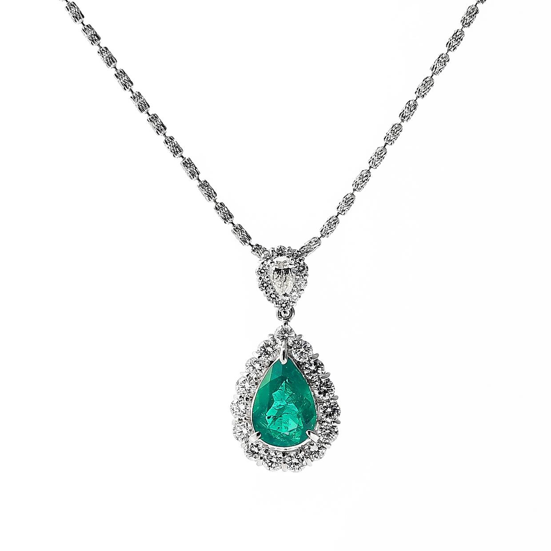 エメラルドとダイヤモンドのネックレス 01
