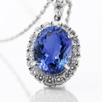 タンザナイトとダイヤモンドのネックレス 02
