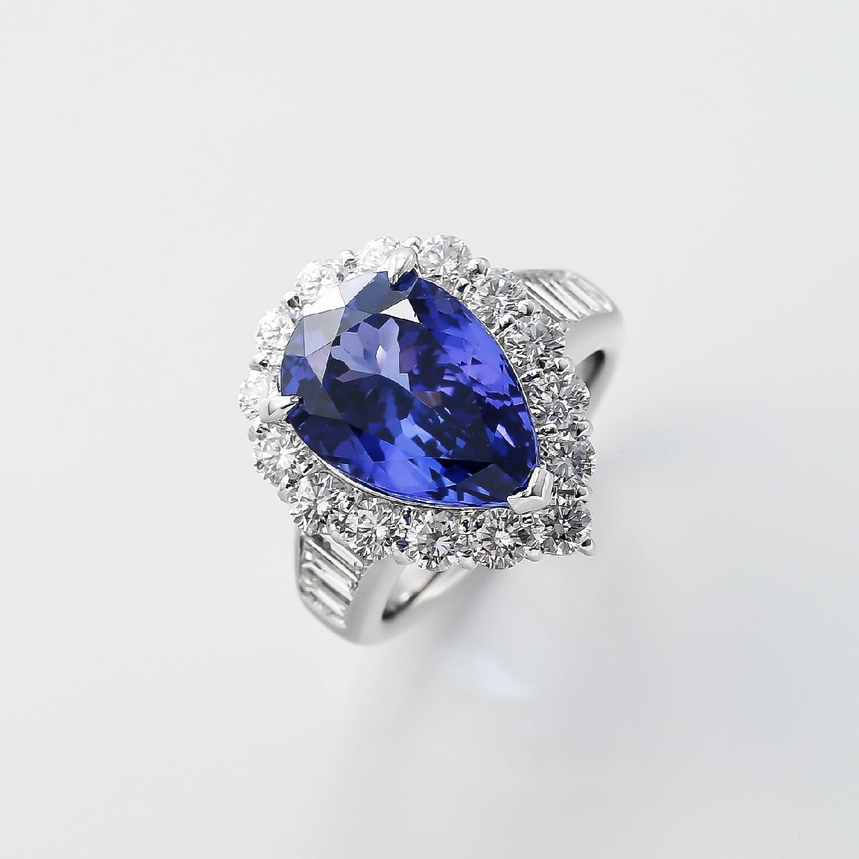 タンザナイトとダイヤモンドのリング 02
