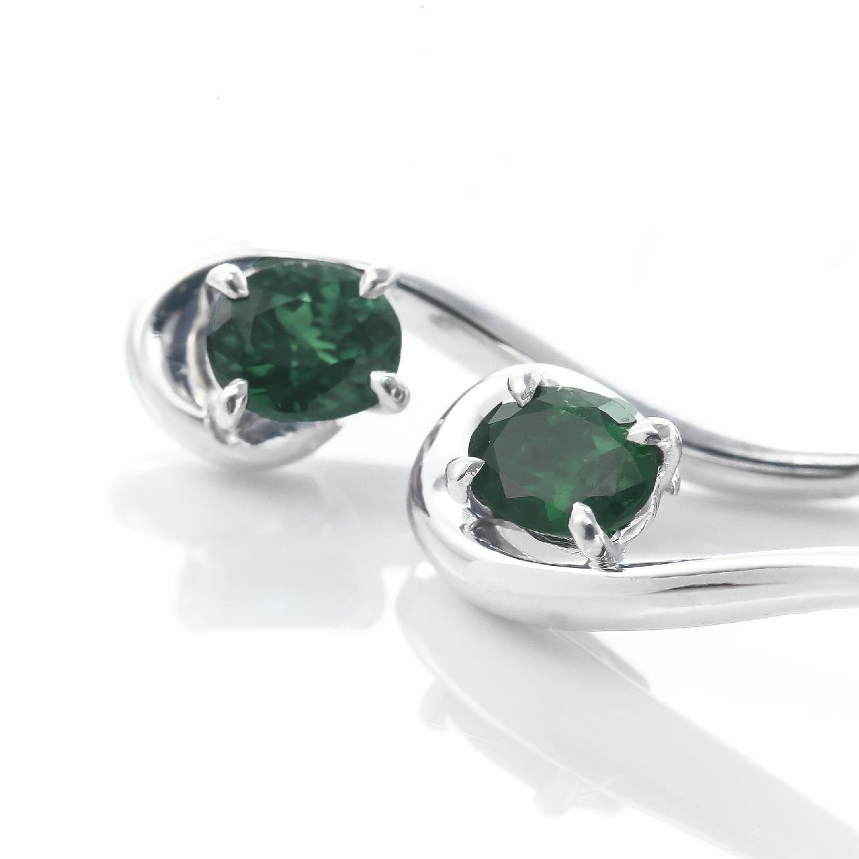 アレキサンドライトとダイヤモンドのピアスアレキサンドライトとダイヤモンドのピアス