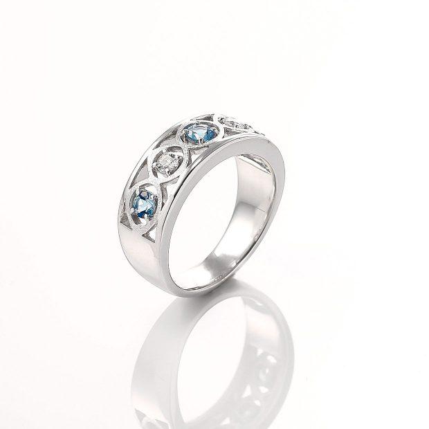 アクアマリンとダイヤモンドのリング 02