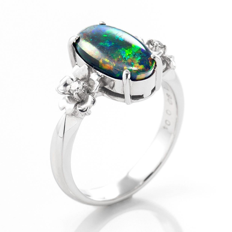 ブラックオパールとダイヤモンドのリング 02