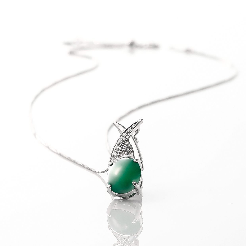 ヒスイとダイヤモンドのネックレス 02