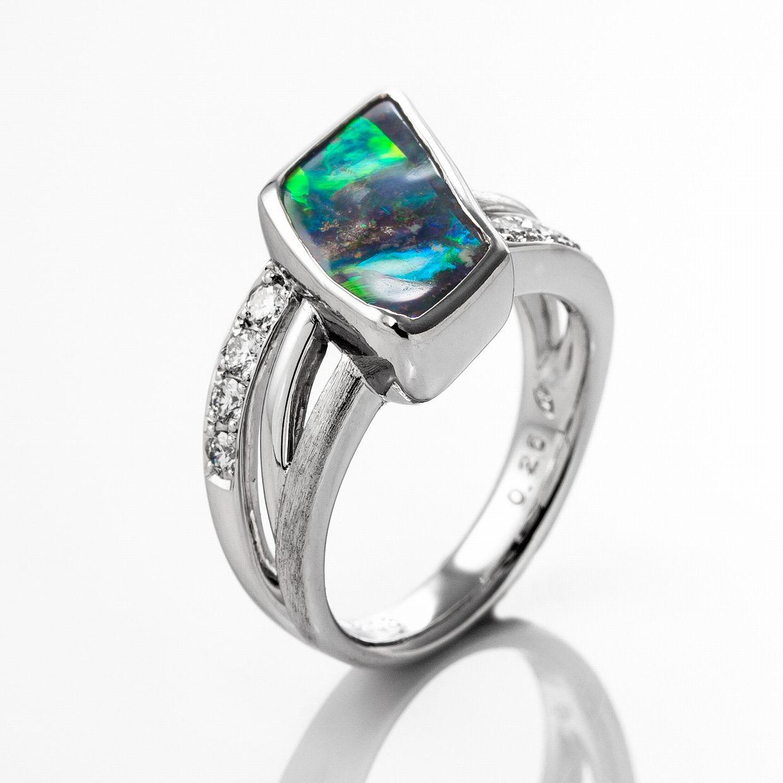 ボルダーオパールとダイヤモンドのリング 02