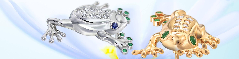 動物をモチーフにした加代子ジュエリーの1つ。18金、プラチナのカエルのブローチです。様々な宝石をワンポイントに、躍動感のあるデザインが特徴です。