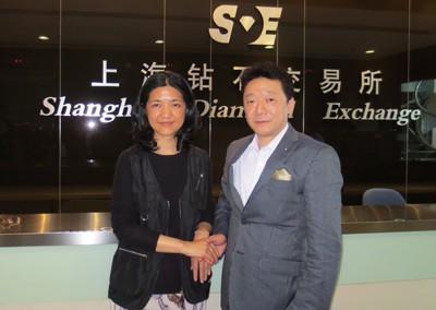 上海ダイヤモンド取引所 副所長のキャロライン・ユアン女史とダイヤモンド市場の推移について会談