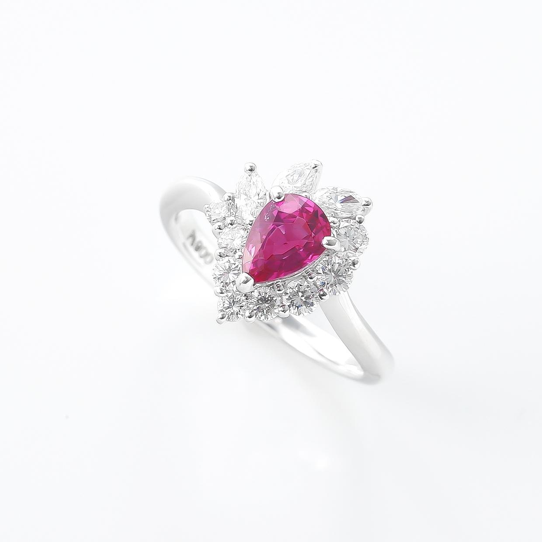 ペアシェイプのルビーとダイヤモンドのリング 02