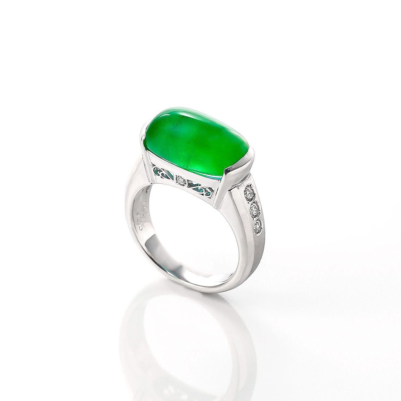 エメラルドとダイヤモンドのリング 02