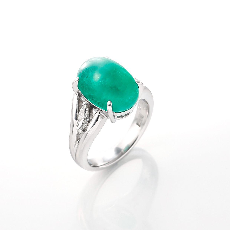 エメラルドとダイヤモンドのリング 01