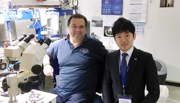 IGI(世界最大級のダイヤモンド鑑定機関)のカッティング室にて撮影