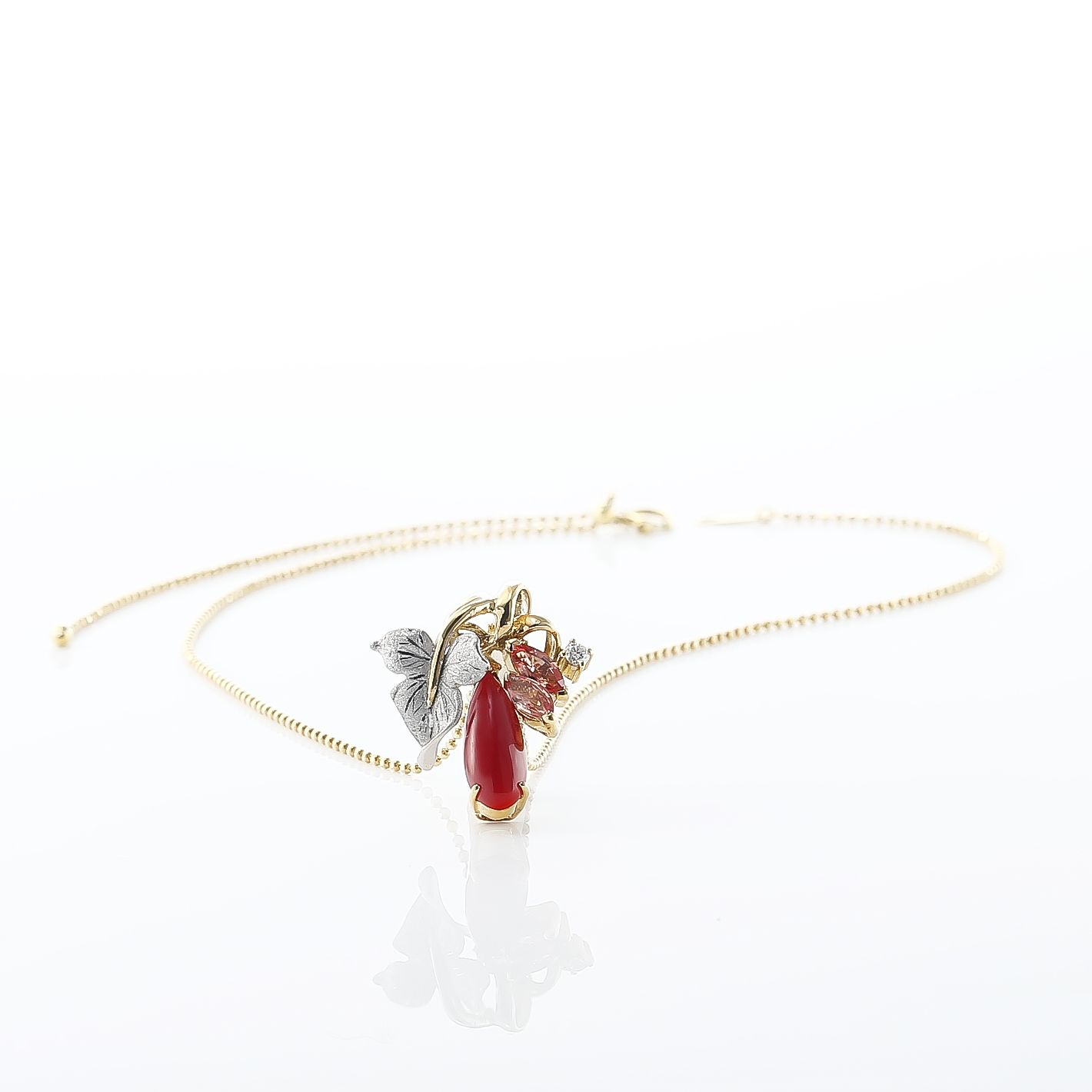血赤珊瑚のネックレス 02
