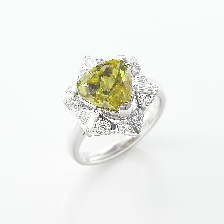 トリリアントカットのスフェーンとダイヤモンドのリング 01