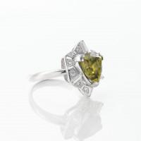 トリリアントカットのスフェーンとダイヤモンドのリング 03