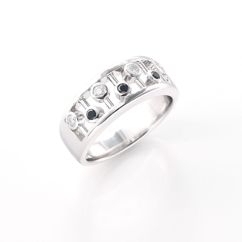 ブラックダイヤモンドを楽しく着けるリング01
