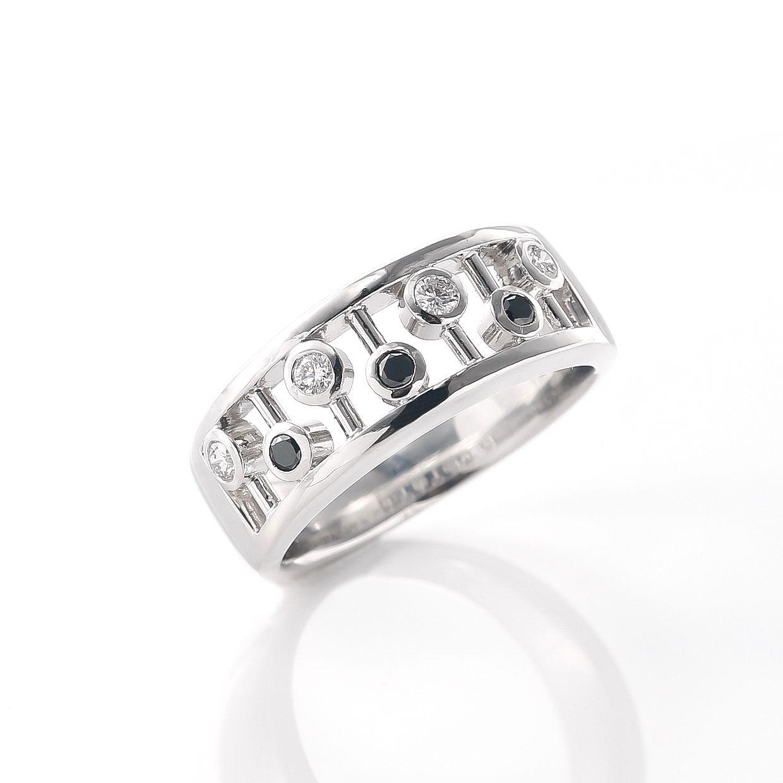 ブラックダイヤモンドを楽しく着けるリング02