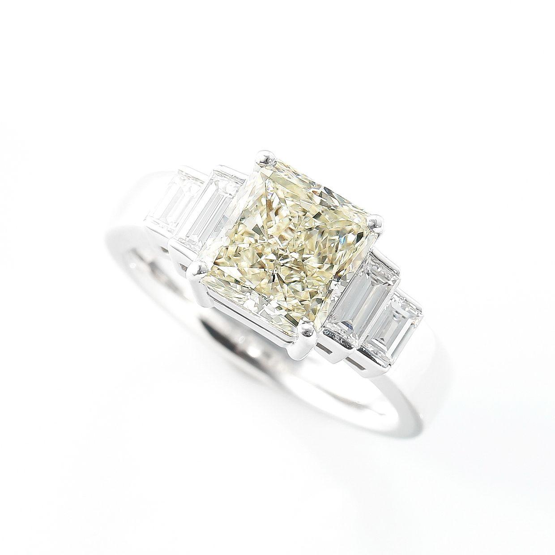 レモン色のやさしい輝きのダイヤモンドリング01