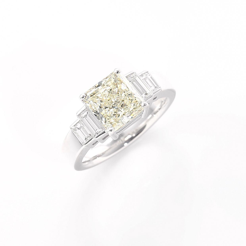 レモン色のやさしい輝きのダイヤモンドリング02