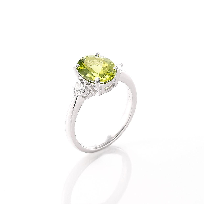 ペリドットとダイヤモンドのシンプルなリング 02