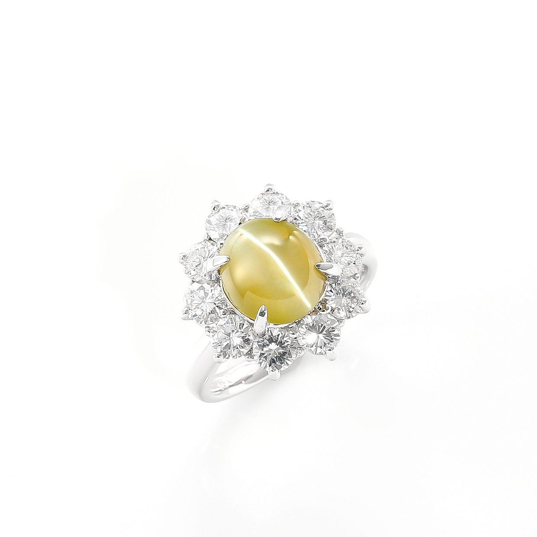 ダイヤモンドに囲まれたキャッツアイのリング01