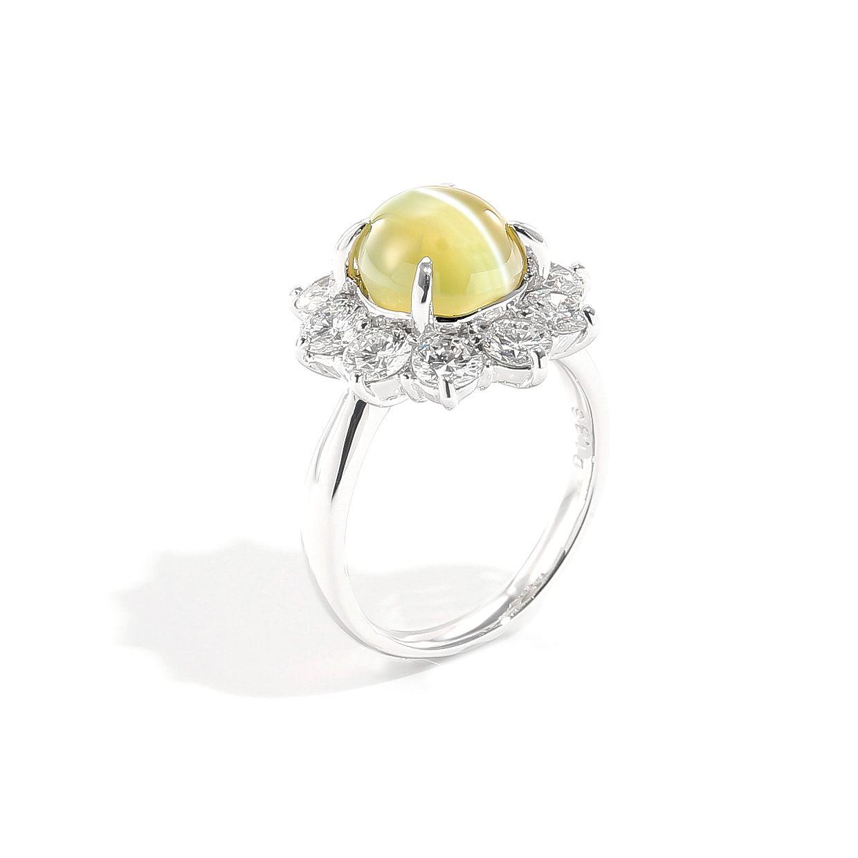 ダイヤモンドに囲まれたキャッツアイのリング02