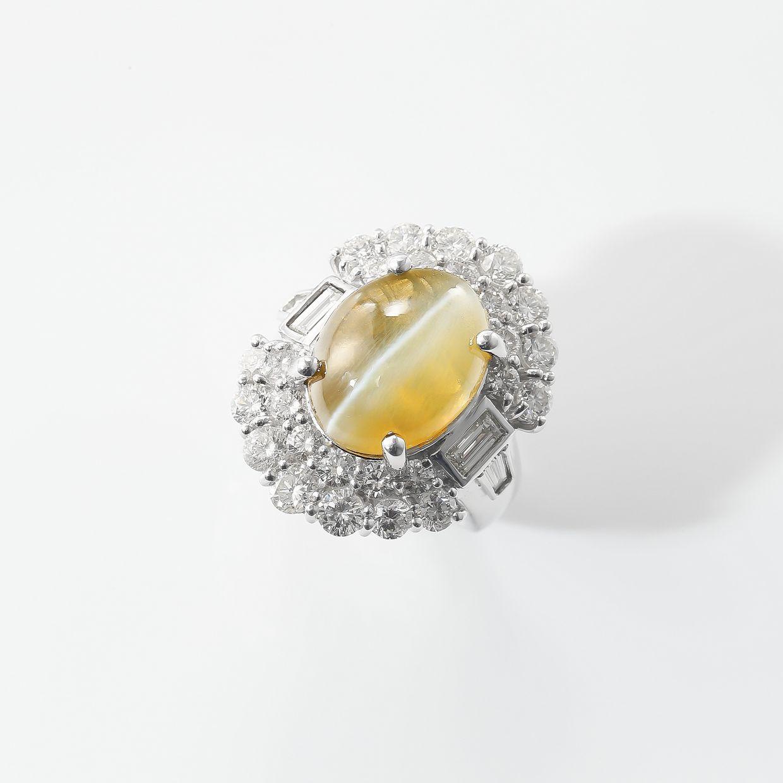 圧倒的なキャッツアイとダイヤモンドのリング 01