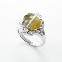大粒のキャッツアイとダイヤモンドのリング 02