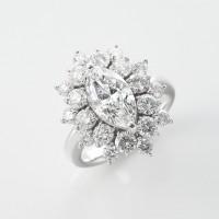 太陽の様に光が広がる眩いダイヤモンドリング 2ctのマーキースカット 01