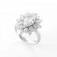 太陽の様に光が広がる眩いダイヤモンドリング 2ctのマーキースカット 02