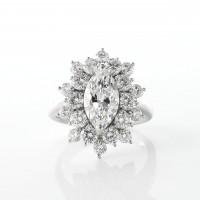 太陽の様に光が広がる眩いダイヤモンドリング 2ctのマーキースカット 03