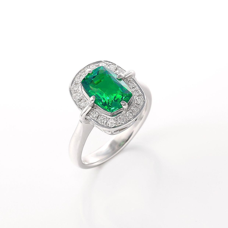 グリーンガーネットとダイヤモンドのリング 01