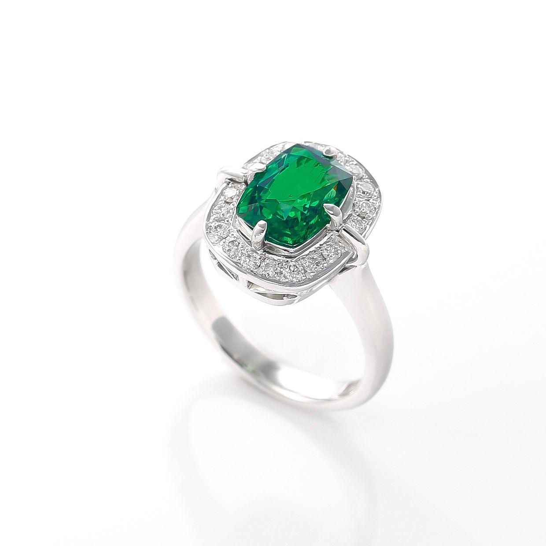 グリーンガーネットとダイヤモンドのリング 02