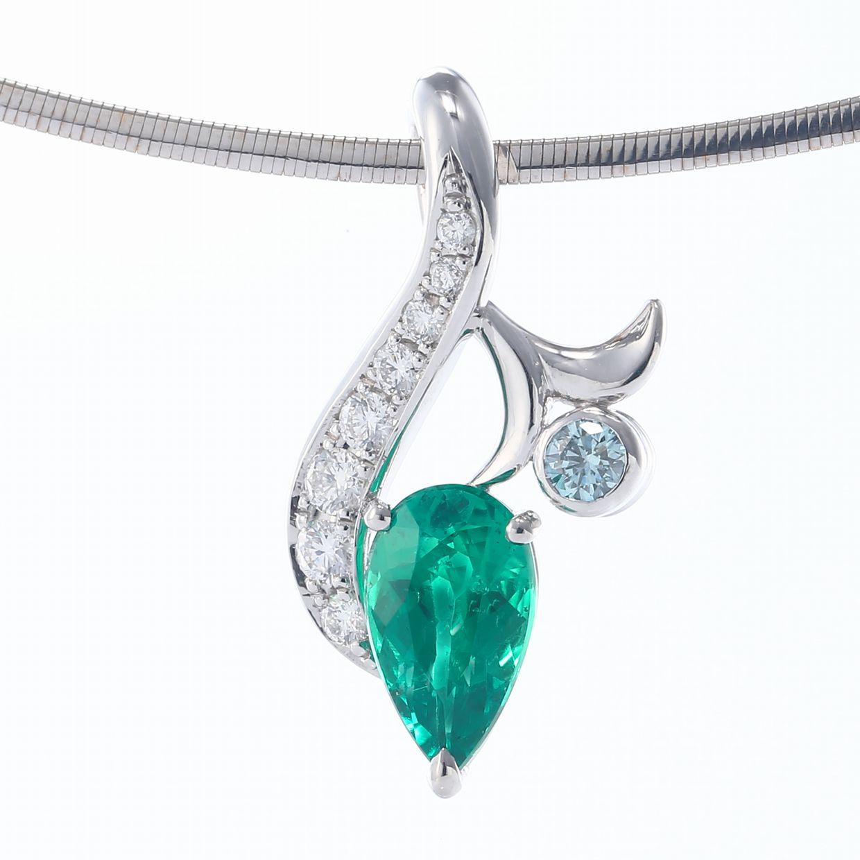 エメラルドとダイヤモンドのペンダント02