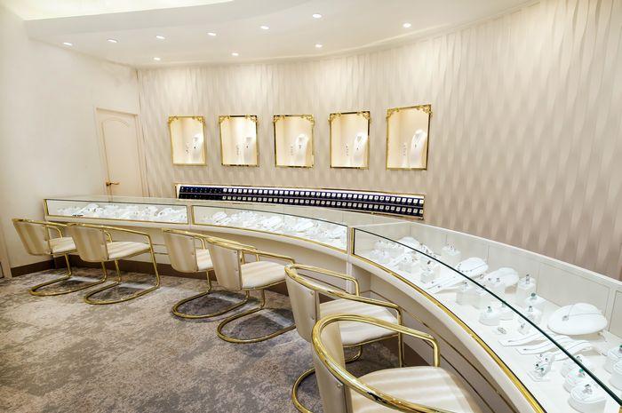 2017年3月リニューアルした1階フロア_色石・ダイヤなど厳選宝石をご覧いただけるジュエリーカウンター_株式会社ハナジマ