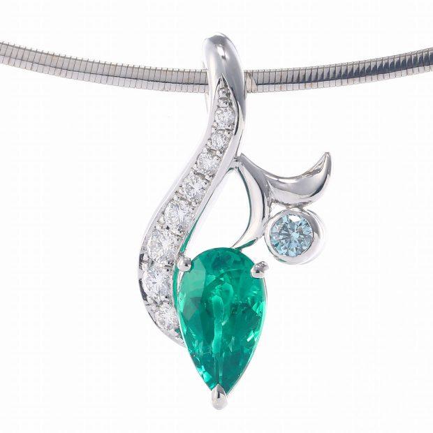 エメラルドとダイヤモンドのペンダント04