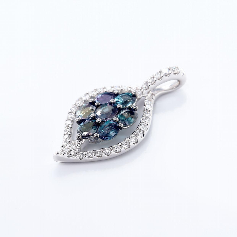 アレキサンドライトとダイヤモンドのペンダントネックレス02