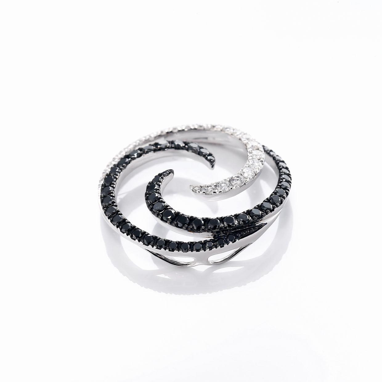 ブラックダイヤモンドのペンダントネックレス02
