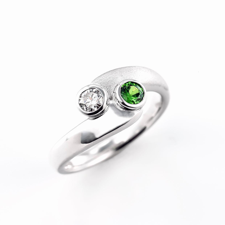 グリーンガーネットとダイヤモンドのリング01