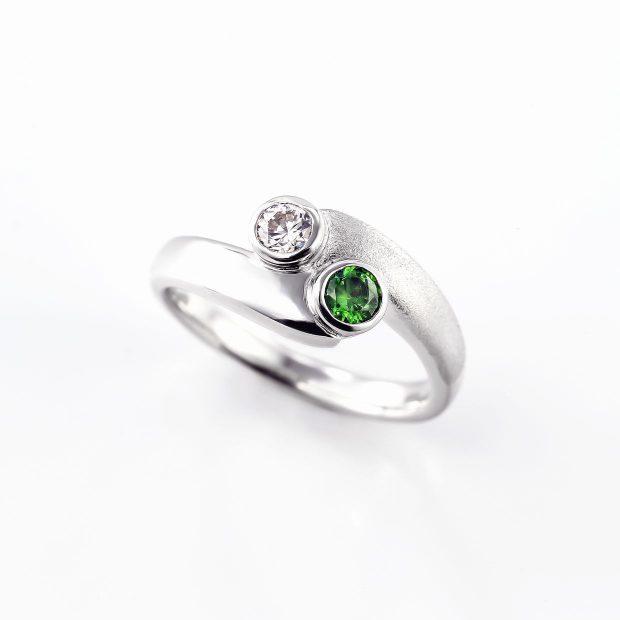 グリーンガーネットとダイヤモンドのリング04
