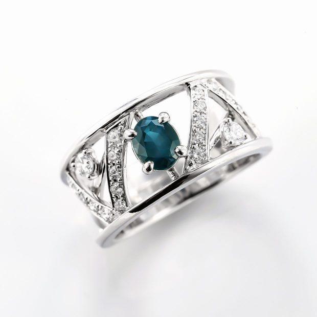 アレキサンドライトとダイヤモンドのリング01
