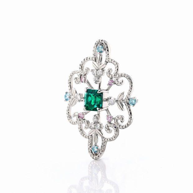 エメラルドとダイヤモンドのネックレス04