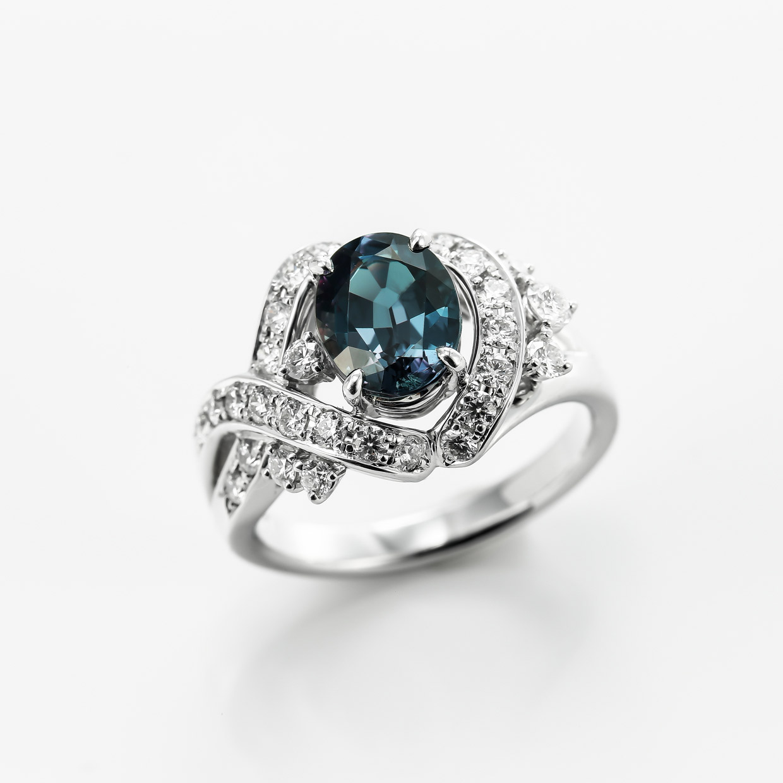アレキサンドライトとダイヤモンドのプラチナリング1