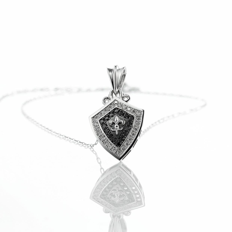 ブラックダイヤモンドとホワイトゴールドのペンダント2